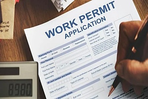 person completing a work visa application to work in the US